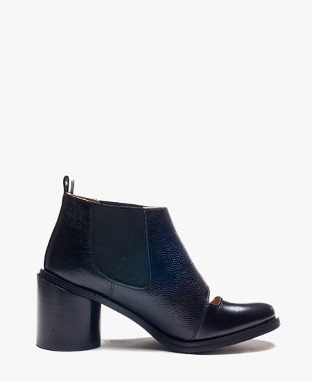 <img class='new_mark_img1' src='//img.shop-pro.jp/img/new/icons2.gif' style='border:none;display:inline;margin:0px;padding:0px;width:auto;' />Deux Souliers (Sample) - Chelsea Bootie #1 Black & Rice オープンフロント ブーティ (ブラック)