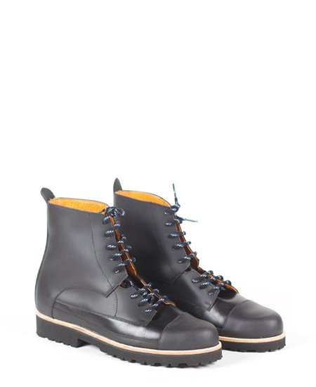 <img class='new_mark_img1' src='//img.shop-pro.jp/img/new/icons2.gif' style='border:none;display:inline;margin:0px;padding:0px;width:auto;' />Deux Souliers - Oxford Boot #1 All Black レースアップ・ショートブーツ (ブラック)